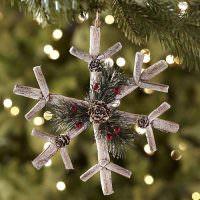 Декоративная снежинка из мятой бумаги