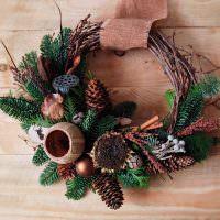 Рождественский венок из сухих прутьев