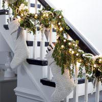 Украшения лестницы в загородном доме