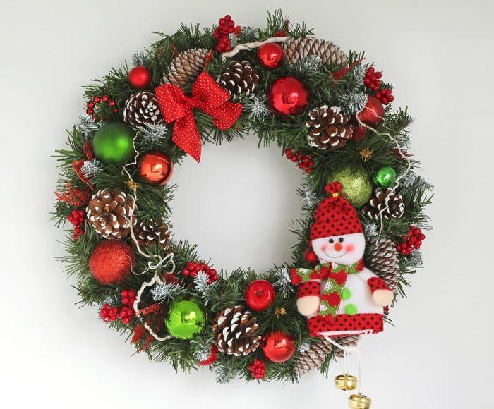Рождественский венок из подручных материалов