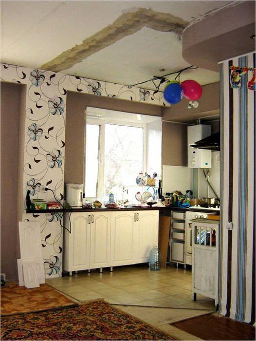 Следы от старой стены на потолке кухни в хрущевке