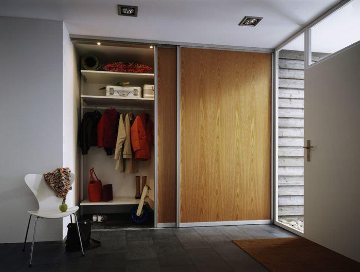Шкаф-купе с двумя раздвижными дверцами