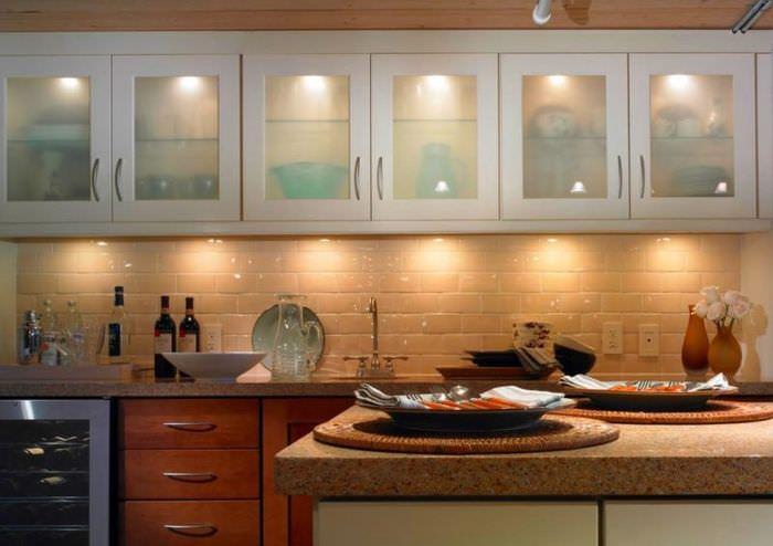 Рабочее место на кухне со светодиодной подсветкой