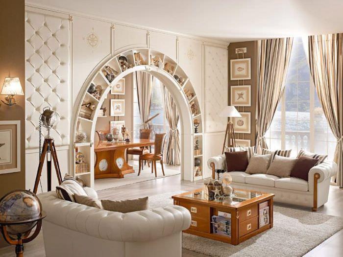 Книжные полки в арке между смежными комнатами