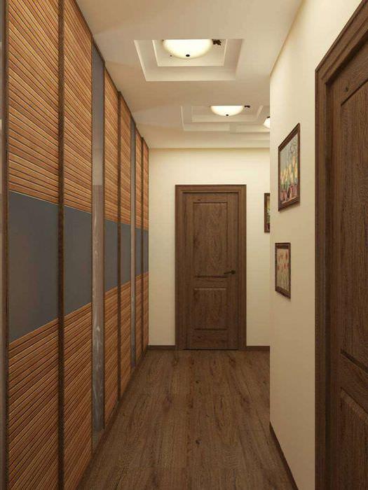 Гипсокартонный потолок в интерьере узкого коридора