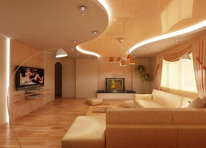 Натяжной глянцевый потолок в дизайне зала