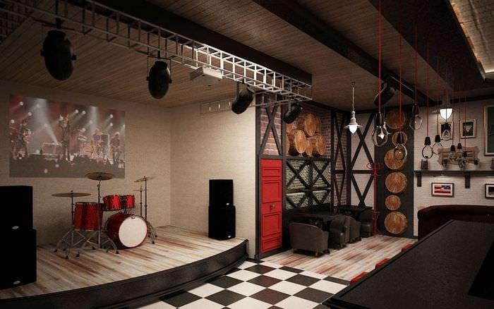Сцена для артистов в пивном баре