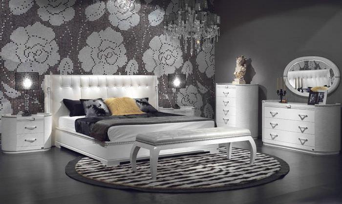 Интерьер современной спальни в серых оттенках