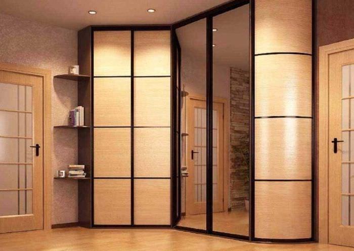 Зеркальный шкаф-купе в составе комплекта мебели для прихожей