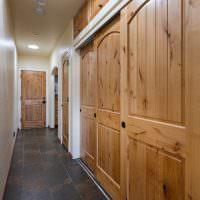 Деревянные двери встроенной гардеробной