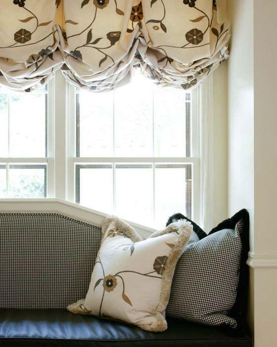 Складки ткани на австрийских шторах