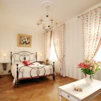 Занавески с цветочками в спальне стиля прованс