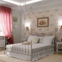 Металлическая кровать с белым постельным бельем