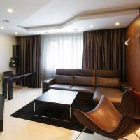 Оформление зала частного дома в коричневых оттенках