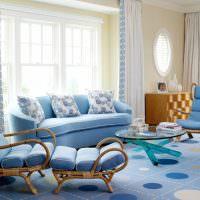 Дизайн зала в голубом цвете