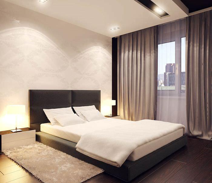 Темные прямые гардины в спальне стиля минимализма