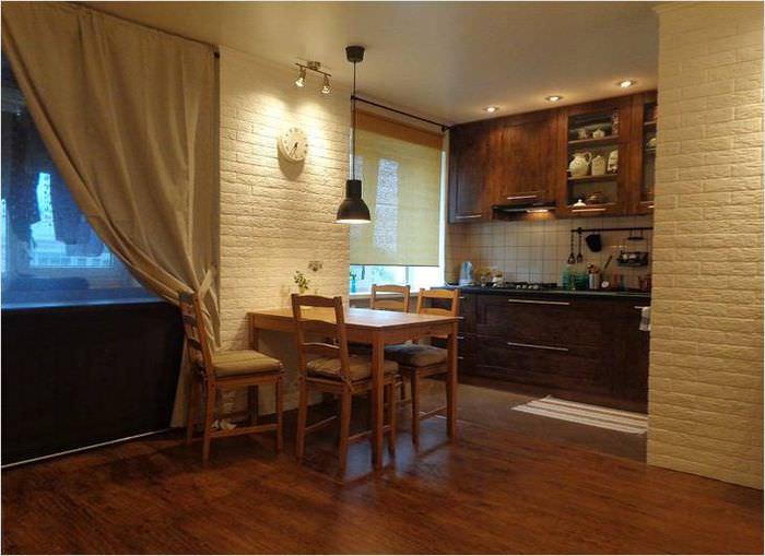 Обеденный стол в кухне-гостиной