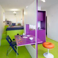 Дизайн комнаты с зеленым полом