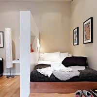 Спальное место за узкой перегородкой