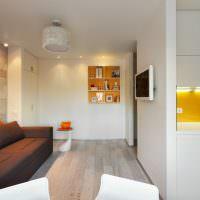 Белые стены в квартире студии