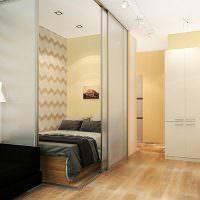 Кровать за раздвижными стеклянными перегородками