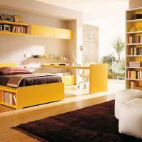 Желтая мебель в детской комнате