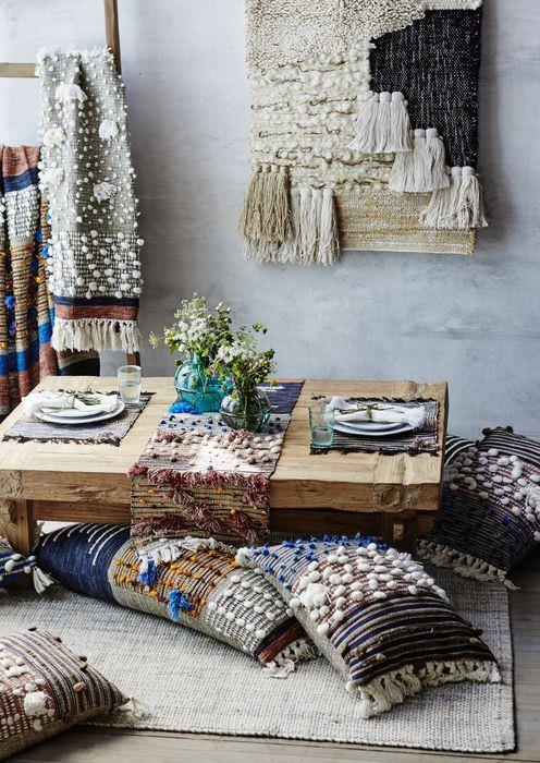 Декоративные поделки из гобелена для оформления интерьера дома