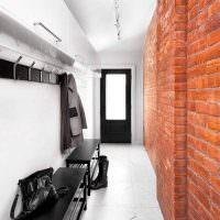 Интерьер узкого коридора в стиле лофт