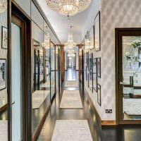 Шикарный интерьер коридора с глянцевым полом