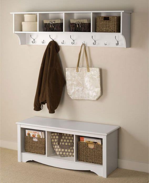 Плетенные ящики-корзинки для хранения вещей в прихожей