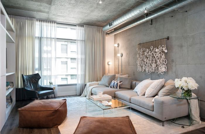 Бетонные стены и потолок с серой поверхностью