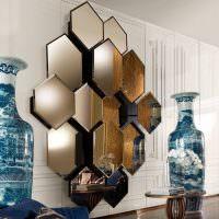 Объемная композиция из зеркальной плитки