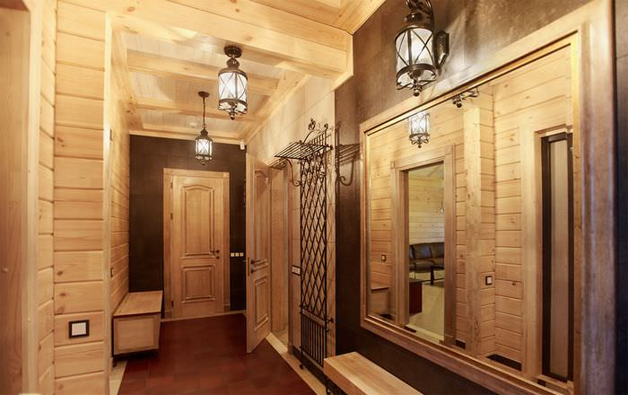 Дизайн узкой прихожей в частном доме