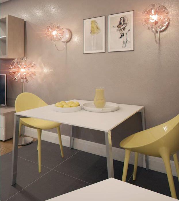 Обеденная зона с желтыми стульями