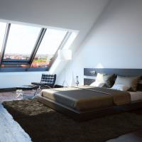 Двухспальная кровать на темном ковре