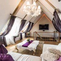 Фиолетовые чехлы на декоративных подушках