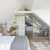 Стеклянная перегородка в дизайне спальни