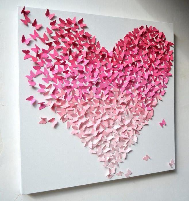 Аппликация в виде сердечка на стене балкона