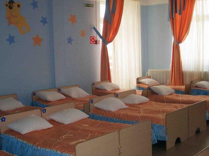 Приглушенное освещение спальни в детском садике