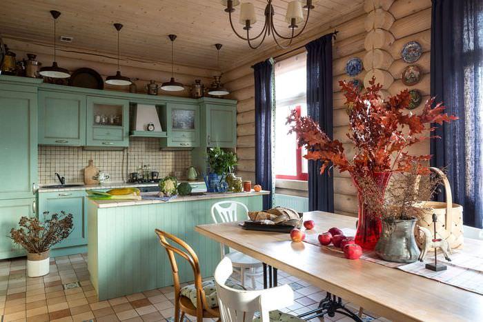 Интерьер кухни-гостиной в деревянном дачном доме
