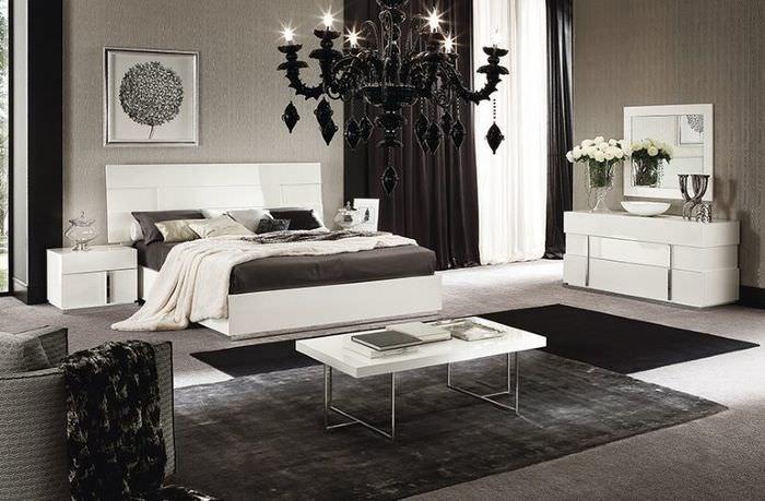Черная люстра в спальне стиля модерн