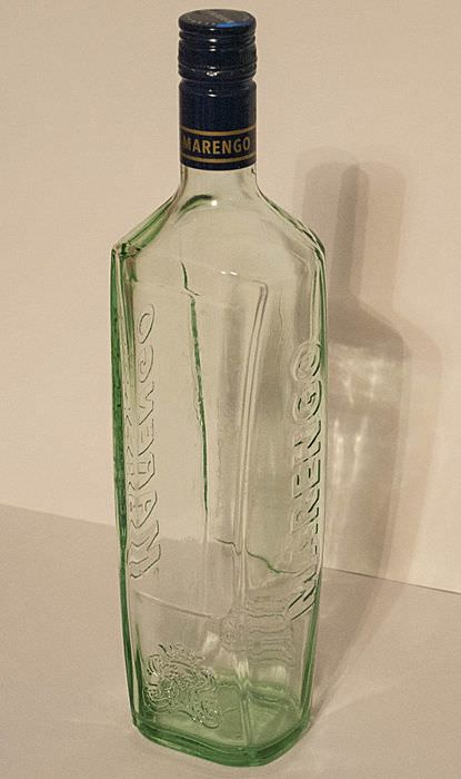 Чистая стеклянная бутылка для декора