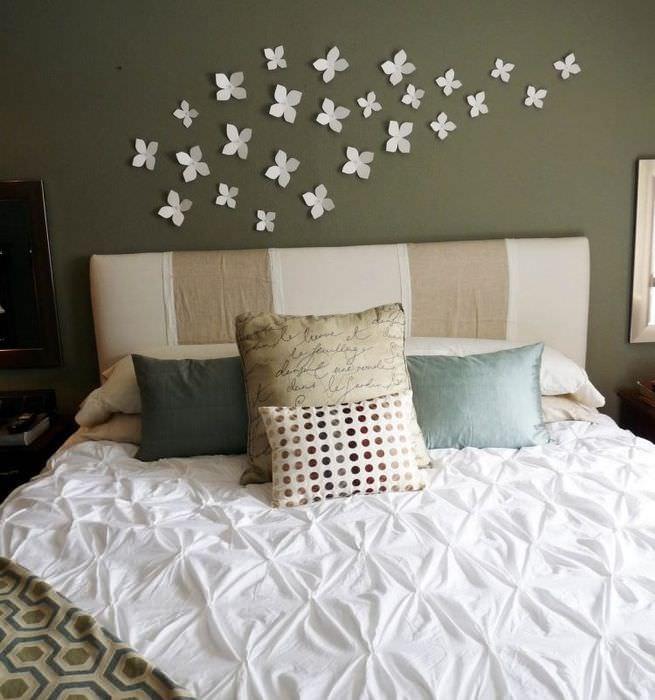 Декорирование стены над кроватью своими руками
