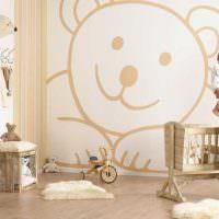 Огромный и добрый мишка на стене детской комнаты
