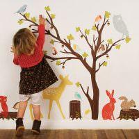 Украшение стены руками ребенка