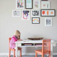 Детские рисунки в тонких рамках
