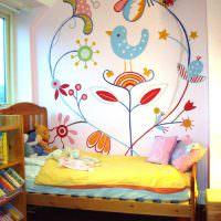 Роспись стены акварелью над детской кроваткой