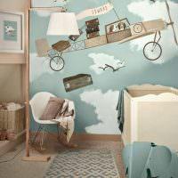 Самолетик из мультфильма на стене комнаты для сына