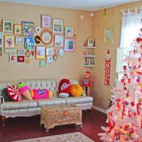 Декор стены над диваном в детской