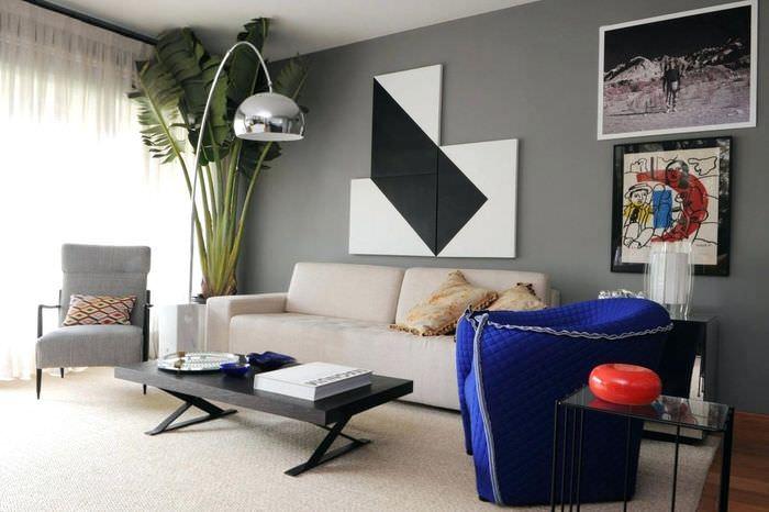 Оригинальное панно над диван в гостиной